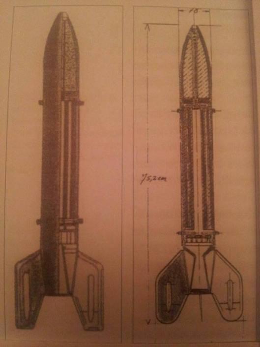 """Russische Feststoffrakete BM-8 ( Links) und ihr vom Heerewaffenamt sabotierter Abkömmling """" 8 cm RSpgrVA"""" ( Rechts). Die Änderungen sind besonders im Schwanzbereich und Triebwerk sowie am Sprengstoff erkennbar"""